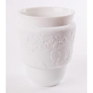 art de la table tasse anti chaleur fleur hortensia porcelaine de limoges latelierdublanc