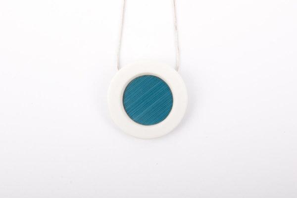 collier bleu ciel blanc pendentif porcelaine marqueterie latelierdublanc