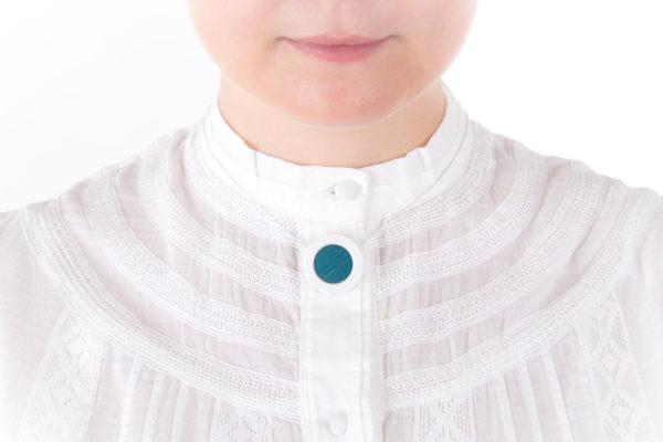 collier bleu ciel blanc pendentif porcelaine paille latelierdublanc
