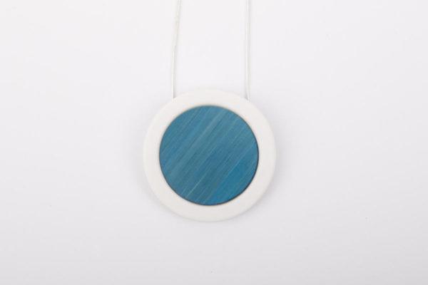 collier bleu ciel blanc pendentif rond pop porcelaine marqueterie latelierdublanc