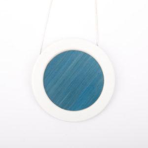 collier bleu clair blanc gros pendentif rond 66 porcelaine marqueterie l atelier du blanc