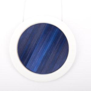 collier bleu nuit blanc grand pendentif rond 66 porcelaine marqueterie latelierdublanc