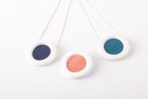 collier pendentif rond couleur pop l atelier du blanc