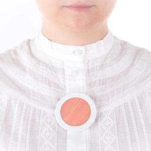 collier rose dragee blanc gros pendentif rond 66 porcelaine marqueterie l atelier du blanc 1