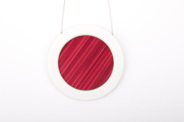 collier rose fuchsia blanc gros pendentif rond 66 porcelaine marqueterie l atelier du blanc