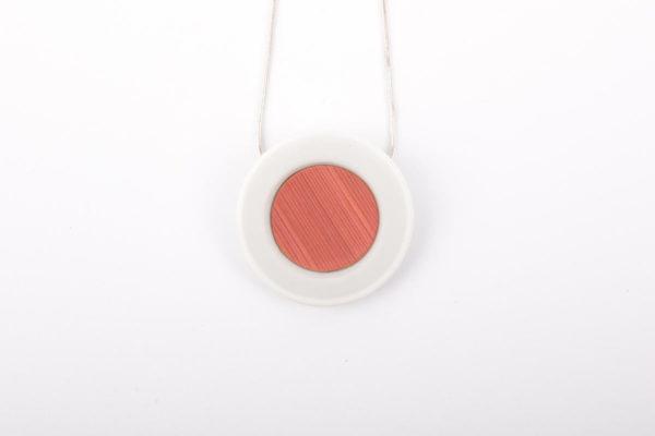 collier rose poudre blanc pendentif porcelaine marqueterie paille latelierdublanc