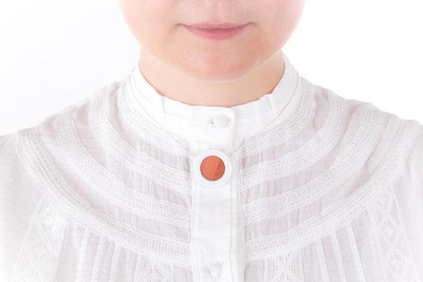 collier rose poudre petit pendentif porcelaine marqueterie latelierdublanc