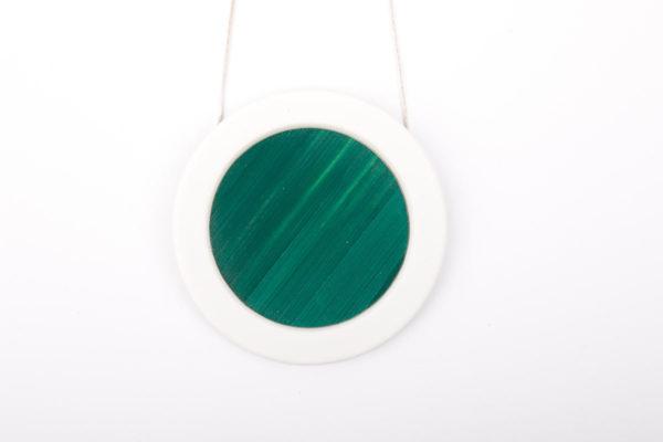 collier vert emeraude blanc gros pendentif rond 66 porcelaine marqueterie latelierdublanc