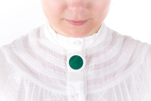 collier vert emeraude sapin pendentif rond porcelaine marqueterie latelierdublanc