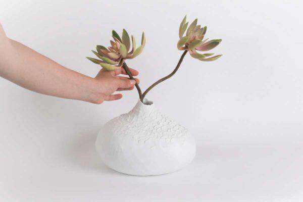 grand vase soliflore bulbe biscuit mat porcelaine de limoges latelierdublanc