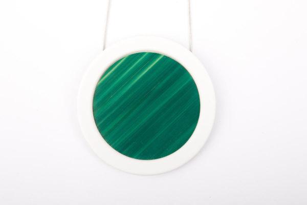 gros collier vert emeraude sapin blanc gros pendentif rond porcelaine marqueterie l atelier du blanc
