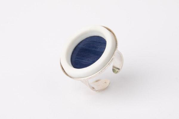 grosse bague reglable bleu fonce porcelaine paille latelierdublanc