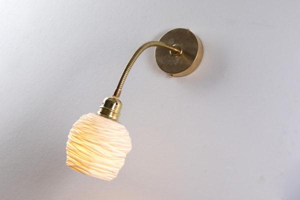 luminaire design porcelaine laiton applique murale flexible reglable l atelier du blanc