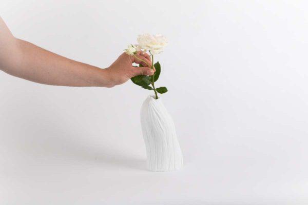 vase haut etroit vinea porcelaine de limoges latelier du blanc