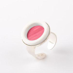 bague argent ajustable cabochon rond marqueterie de paille rose framboise porcelaine blanche l atelier du blanc