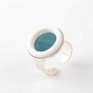 bague argent reglable cabochon rond marqueterie de paille bleu clair porcelaine blanche l atelier du blanc