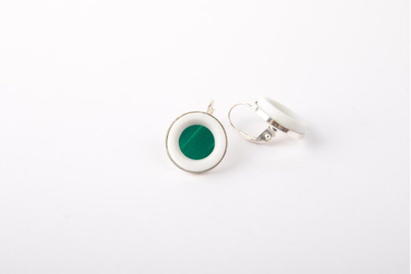 boucle-d-oreille-argent-pendante-vert-emeraude-perle-porcelaine-fermoir-dormeuse-latelier-du-blanc