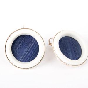 grande-boucles-d-oreille-fantaisie-createur-argent-anneau-porcelaine-blanche-paille-bleu-roi-l-atelier-du-blanc