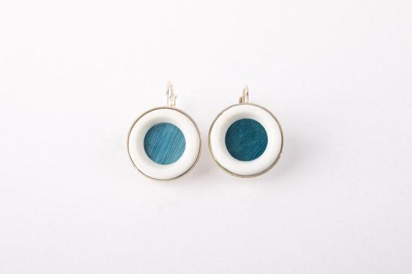 petite-boucle-d-oreille-pendante-mariage-bleu-roi-argent-paille-ceramique-blanc-latelierdublanc