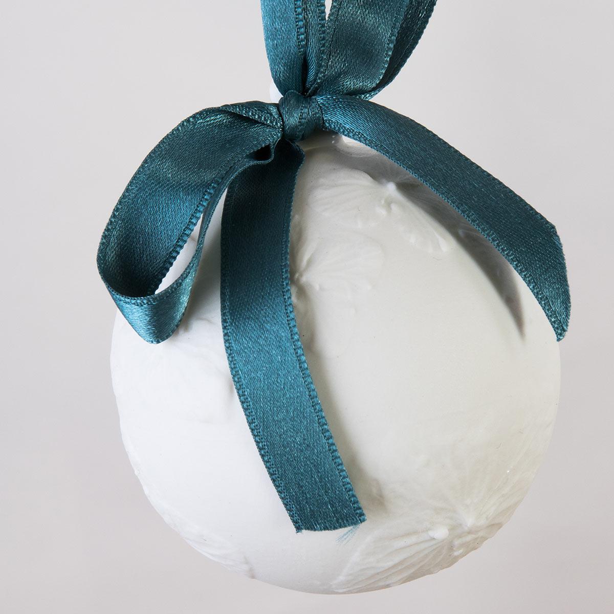 boule-de-noel-collection-fleur-hortensia-papillon-vegetal-porcelaine-de-limoges-latelier-du-blanc