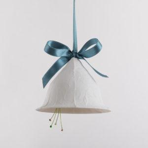 deco-de-noel-fleur-blanche-a-suspendre-porcelaine-de-limoges-l-atelier-du-blanc