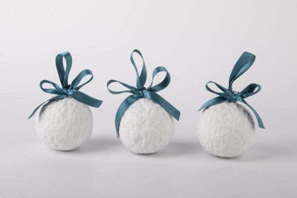 deco-pour-sapin-boule-de-noel-blanc-neige-coffret-collection-porcelaine-de-limoges-latelier-du-blanc